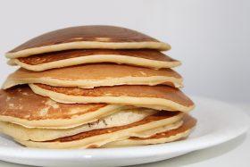 Dieses Bild hat ein leeres Alt-Attribut. Der Dateiname ist Low-Carb-Protein-Pancakes-Rezept-3-Zutaten-280x187.jpg